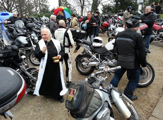 tuscany-motorcycle-tours-montesenario-benediction